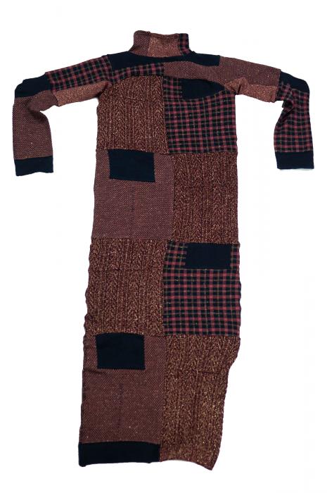 Robe longue moulante et fente basse bordeaux