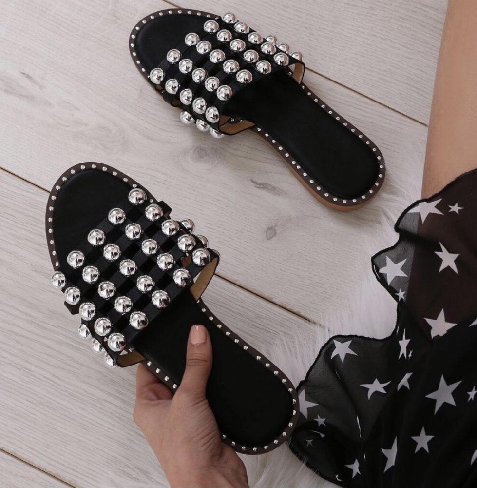 Sandales cloutées