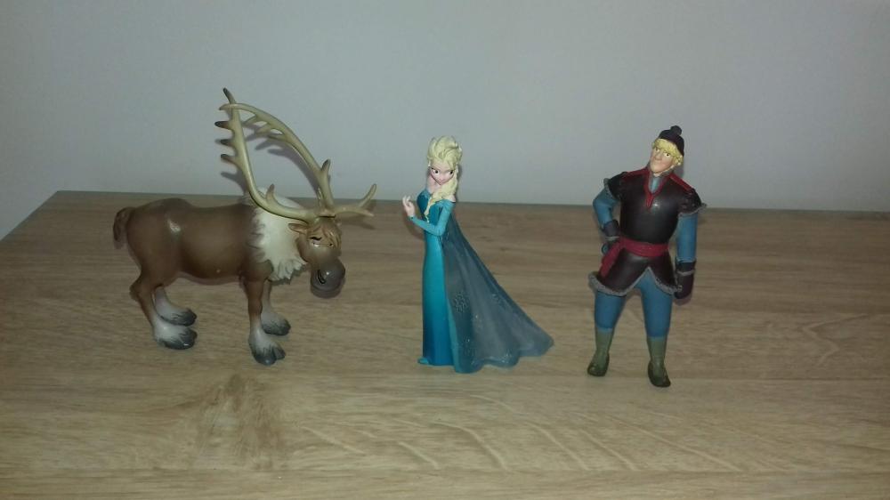Lot de figurines reine des neiges